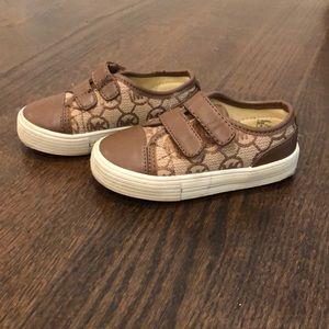 Girls size 6 Michael kors Velcro sneakers